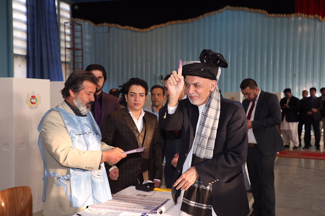 Image Attribute: Former Afghan President Ashraf Ghani casting his vote at a polling station in Kabul on October 19, 2018, / Source: Twitter