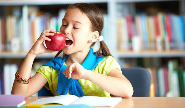 girl-eating-apple