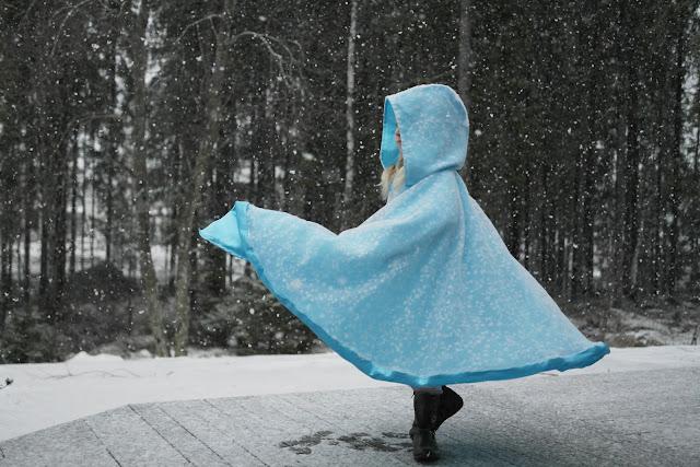 Ommeltu Frozen viitta