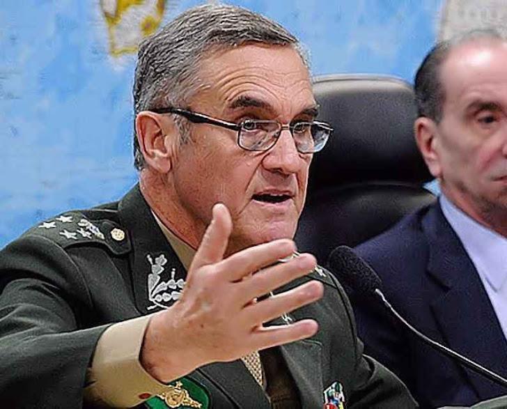 O general Villas Bôas falando na audiência pública no Senado.