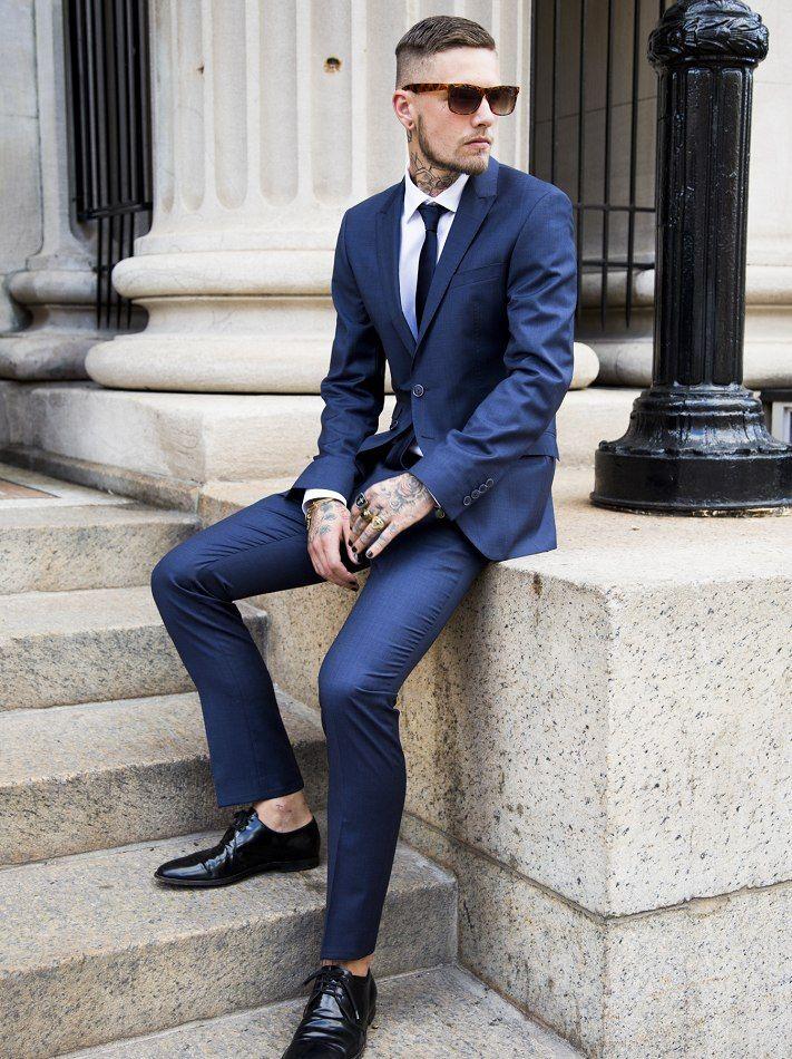 Brincando com Tons e Estampas em Azul, mandou bem! Costume Azul mais claro,  Camisa Xadrez Azul e Branca, Gravata Azul Marinho em poá, Sapato Azul em  tom ... 0038adfc4d
