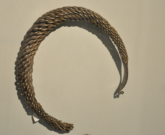 Srebrna grzywna pochodząca ze skarbu wczesnośredniowiecznego z Lisówka