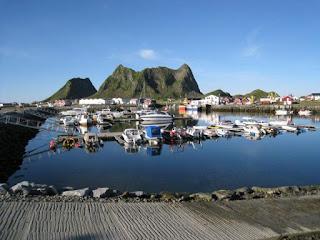 Green Pear Diaries, viajes, turismo, destinos turísticos, naturaleza, Værøy, Noruega