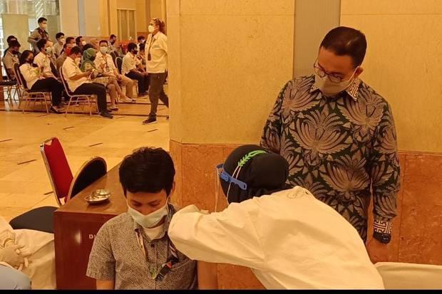 Terbaru,  Anies Baswedan Soal Pilihan Warga di Masa Pandemi: Terinfeksi atau Tervaksinasi?