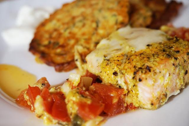 Kitchen Book | Pomysł na obiad | Łosoś zapiekany z pomidorami i mozzarellą | Placuszki z cukinii