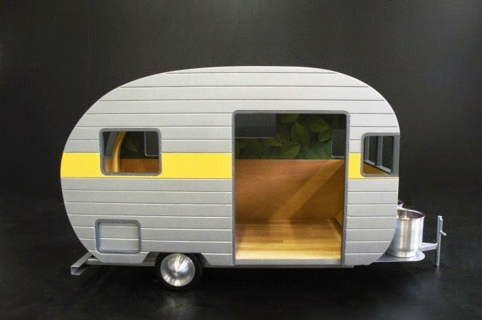 17-GRRRRRR-Judson-Beaumont-Straight-Line-Designs-Happy-Animals-in-Pet-Trailers-www-designstack-co