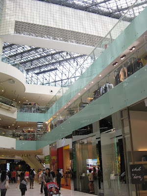ll automatically run across Raffles City Mall on the left as well as  Singapore attractions : Raffles City Mall