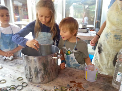 Homeschooling : dyeing with cochineal