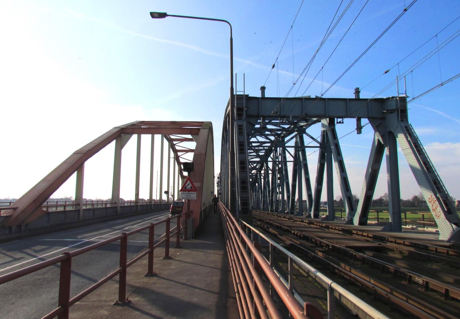 Verlichting Oude IJsselbrug aangepakt - LED Nieuws