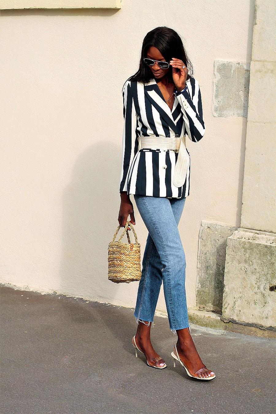 inspiration-tenue-avec-jeans-blazer-sac-paille-panier