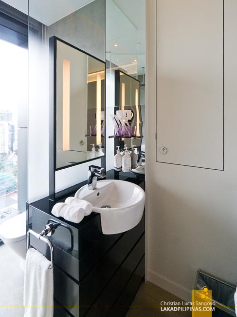 YOTEL Singapore Toilet