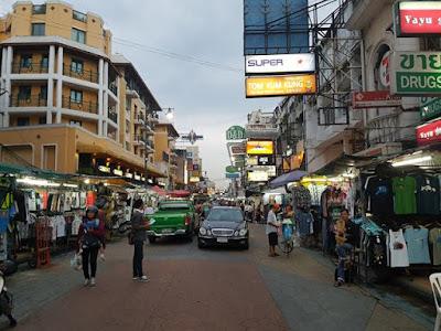 Cambiar moneda en Tailandia en Khao San Road