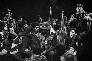 La pandilla Ghetto Brothers en 1970 con Benjamin Melendez destacado a la derecha