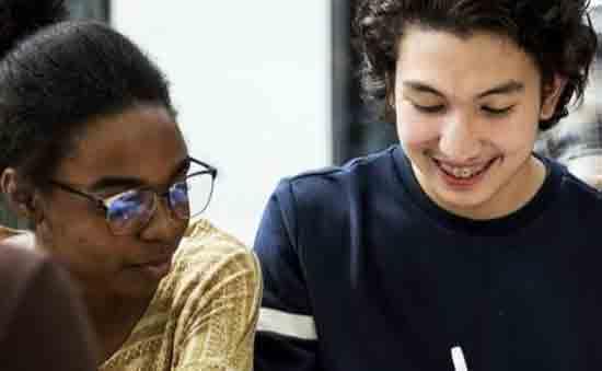 Add captionBagaimana siswa dapat menikmati transisi yang lancar dari uni ke bekerja? Sumber: Shutterstock