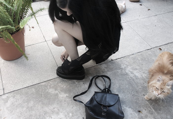 outfit-ootd-grunge-gothic-black-hollowed-cardigan-dress-creepers-blogger-argentina