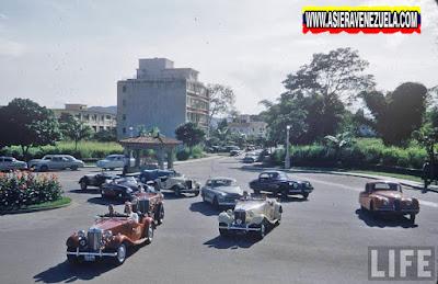 Los carros deportivos de moda en la Plaza Altamira