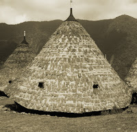Keunikan-Rumah-Adat-Tradisional-Mbaru-Niang-Wae-Rebo-Flores-Suku-Manggarai-Nusa-Tenggara-Timur