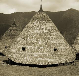 Keunikan Rumah Adat Tradisional Mbaru Niang Wae Rebo Flores Nusa Tenggara Timur Tempat Wisata Keunikan Rumah Adat Tradisional Mbaru Niang Wae Rebo Flores Nusa Tenggara Timur