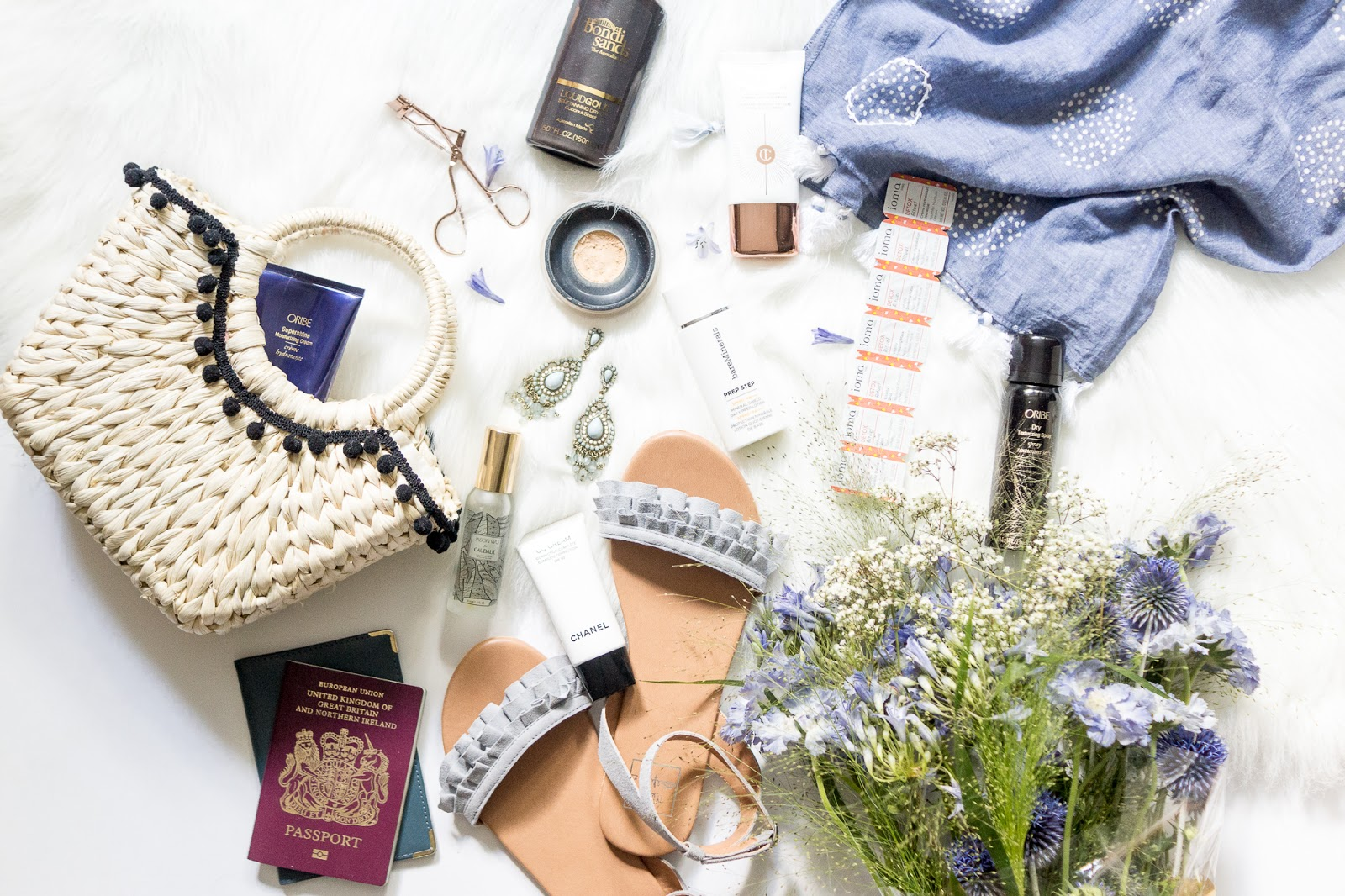 summer-essentials-beauty-lifestyle-flatlay-photography-blog