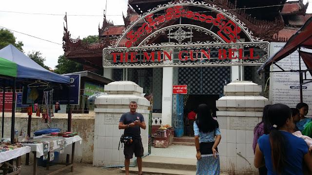 Pabellón que alberga la campana de Mingun