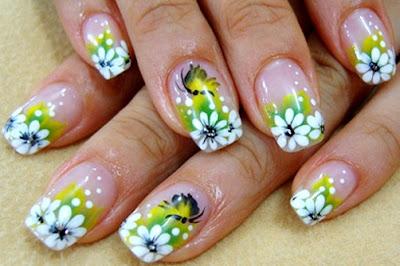 Foto de uñas con diseño hermoso y floral