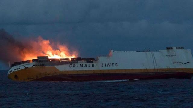 Βυθίστηκε πλοίο που μετέφερε 2.000 αυτοκίνητα Audi και Porsche