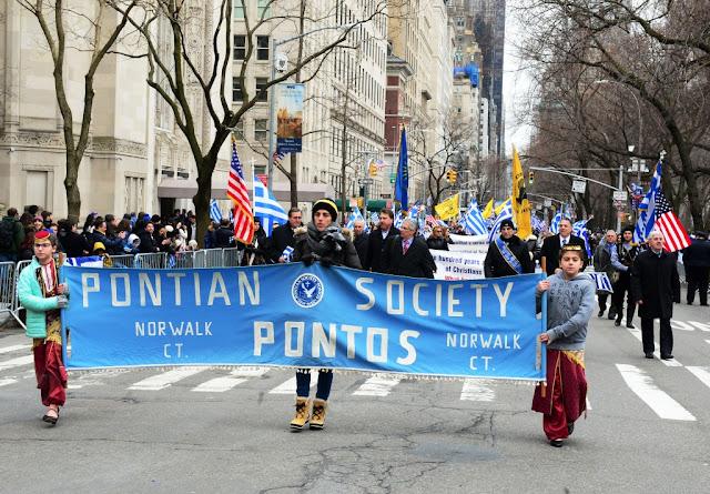 Ο Ιβάν Σαββίδης επικεφαλής της παρέλασης για την 25η Μαρτίου στη Νέα Υόρκη (Φωτο)