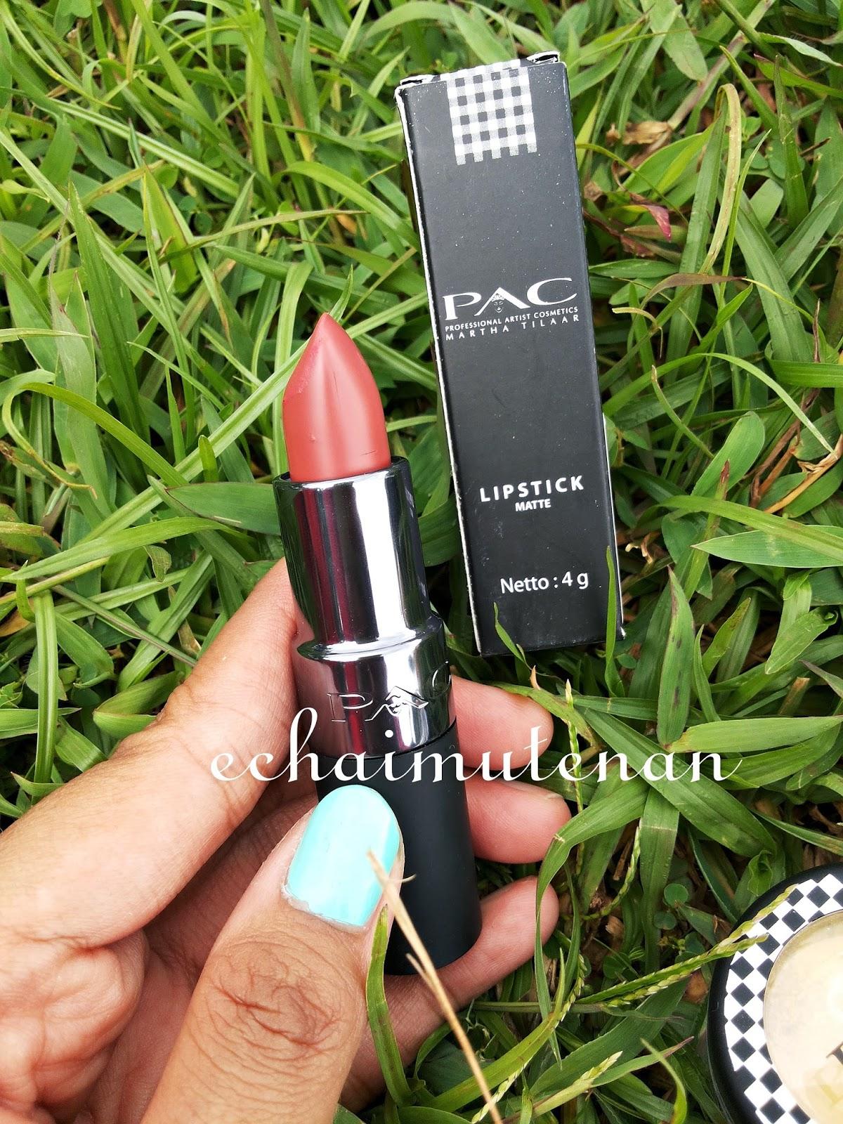sentuhan akhir makeup minimalis itu lipstick biar tidak kelihatan pucat sudah keren makeupan eeehh lipsticknya kelupaan batal deh kerennya