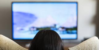 Είσαι άνω των 50 και βλέπεις πάνω από 3,5 ώρες TV ημερησίως; Δες πόσο μειώνεται η μνήμη σου