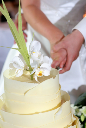 cutting of wedding cake symbolism how to cut the cake at your wedding 13293