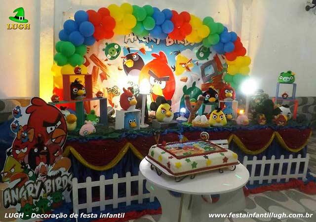 Mesa temática Angry Birds para festa de aniversário infantil