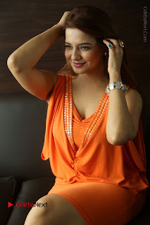 Actress Saloni Aswani Pos in Short Dress at Meelo Evaru Koteeswarudu Movie Interview  0223.JPG