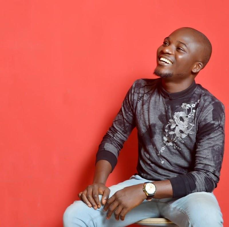 "Popular Warri based OAP of Kpoko FM, Michael Effiong aka MikeMike has slams  DJs via Twitter for playing ""One ticket"" at wedding ceremony."
