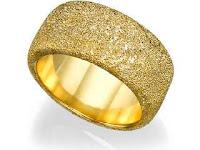 Perbedaan Cincin Emas, Perak, dan Titanium