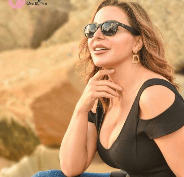 سوزان نجم الدين بفستان تركواز جرئ  في بيروت