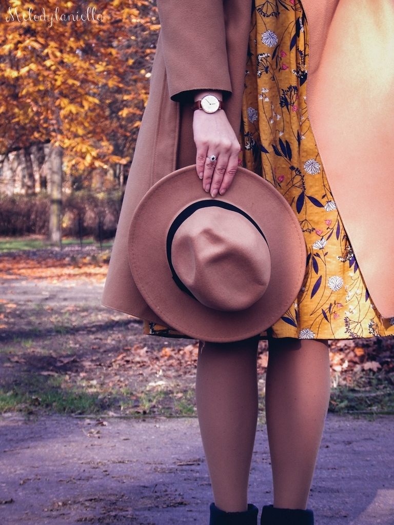 12 beżowy wiązany płaszcz na jesień wiosnę zimę beżowy kapelusz jak nosić kapelusz sukienka na jesień żółta w kwiaty zegarek daniel wellington kod rabatowy promocje rosegal zaful opinie moda fashion blogerka łódź