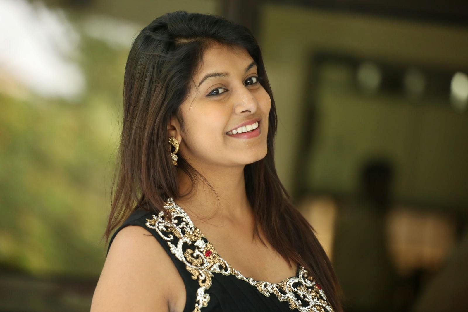 Kavya Kumar Hrudayakaleyam Actress Latest PhotoShoot ❤ ❤  ❤