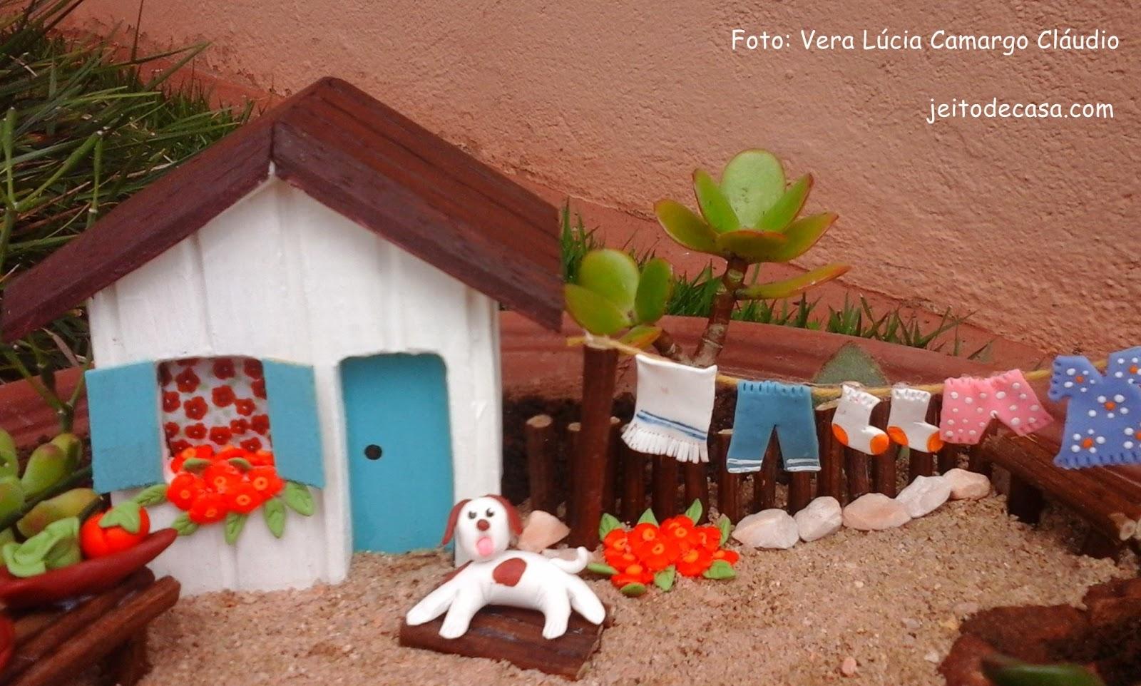 """mini jardim de cactus:assim que finalizou o mini jardim achou ficou com cara de """"jeito de"""