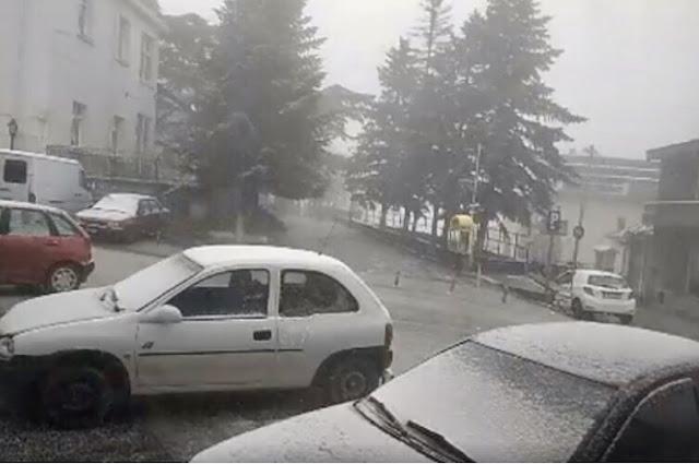 Έγινε κι αυτό: Χιόνισε καλοκαιριάτικα στο Λιβάδι Ελασσόνας! (φωτό)