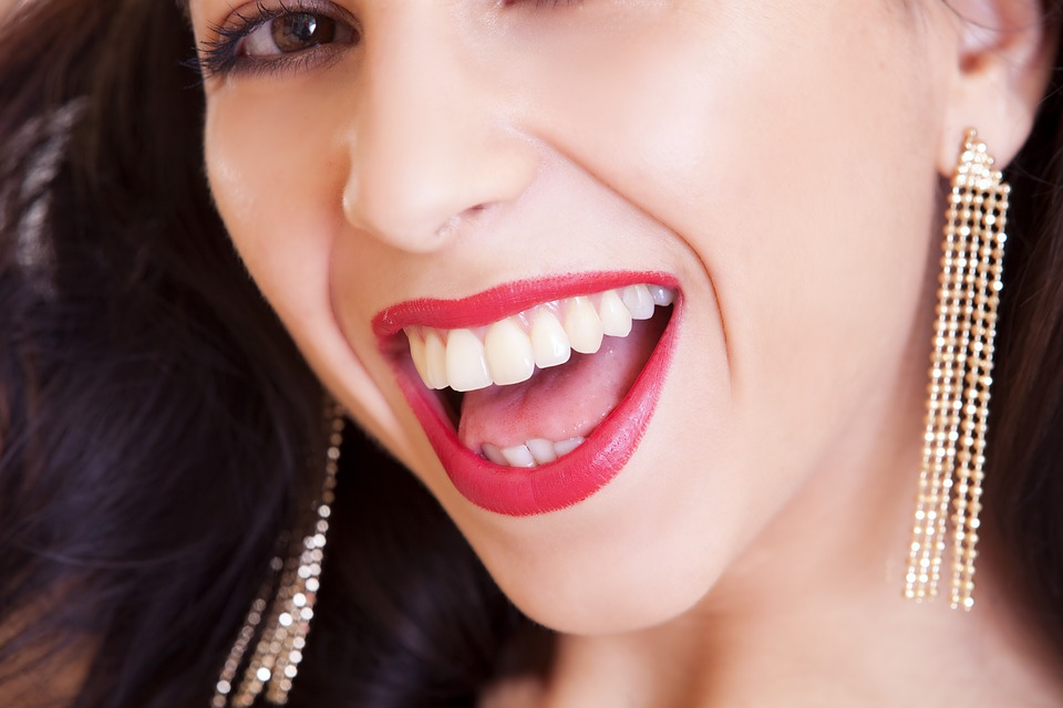 How to Get a Sexy Pout to Your Lips  Smiling-woman-showing-her-teeth Pixabay image