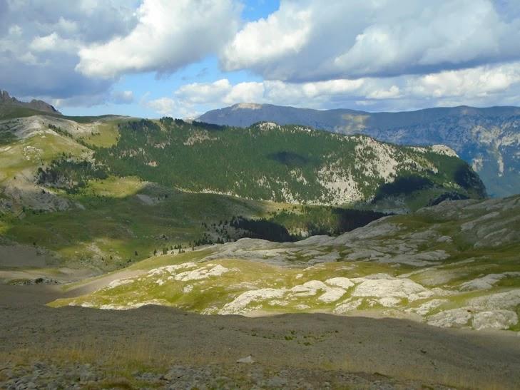 Tras el Fornet se eleva la Sierra de Chía