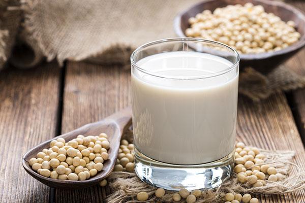 Con gái uống sữa đậu nành nhiều có tốt không