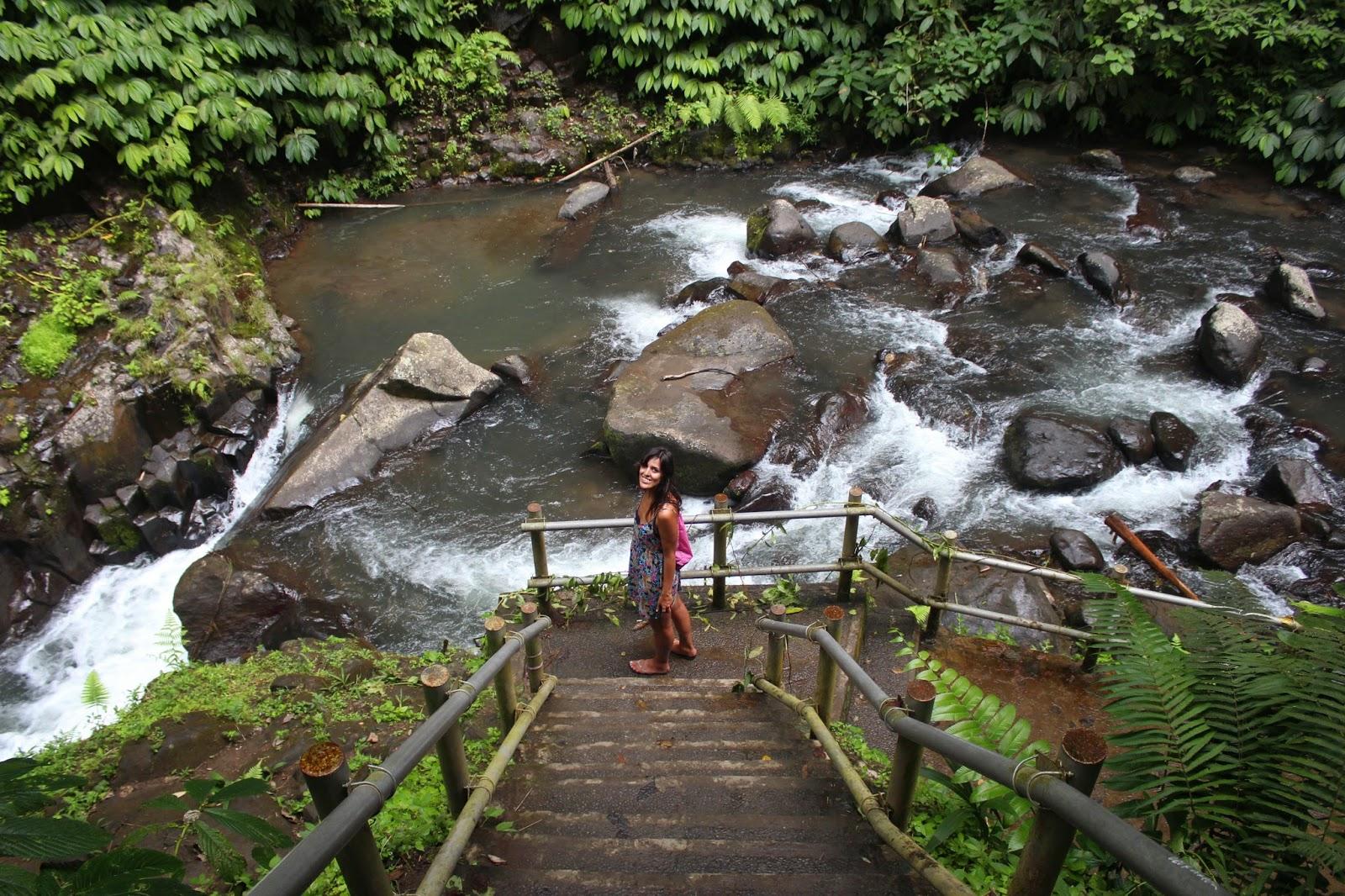 Escalones Cascada Nungnung Bali