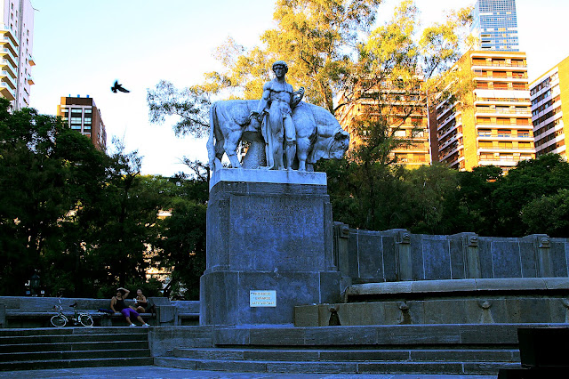 Paisaje Urbano.Monumento en Plaza Alemania