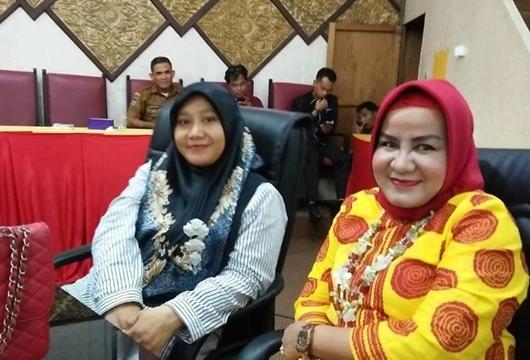 Dian Anggaraini Oktavia (Juru Bicara Fraksi Nasdem) dan Yuhilda Darwis dari Fraksi PPP.