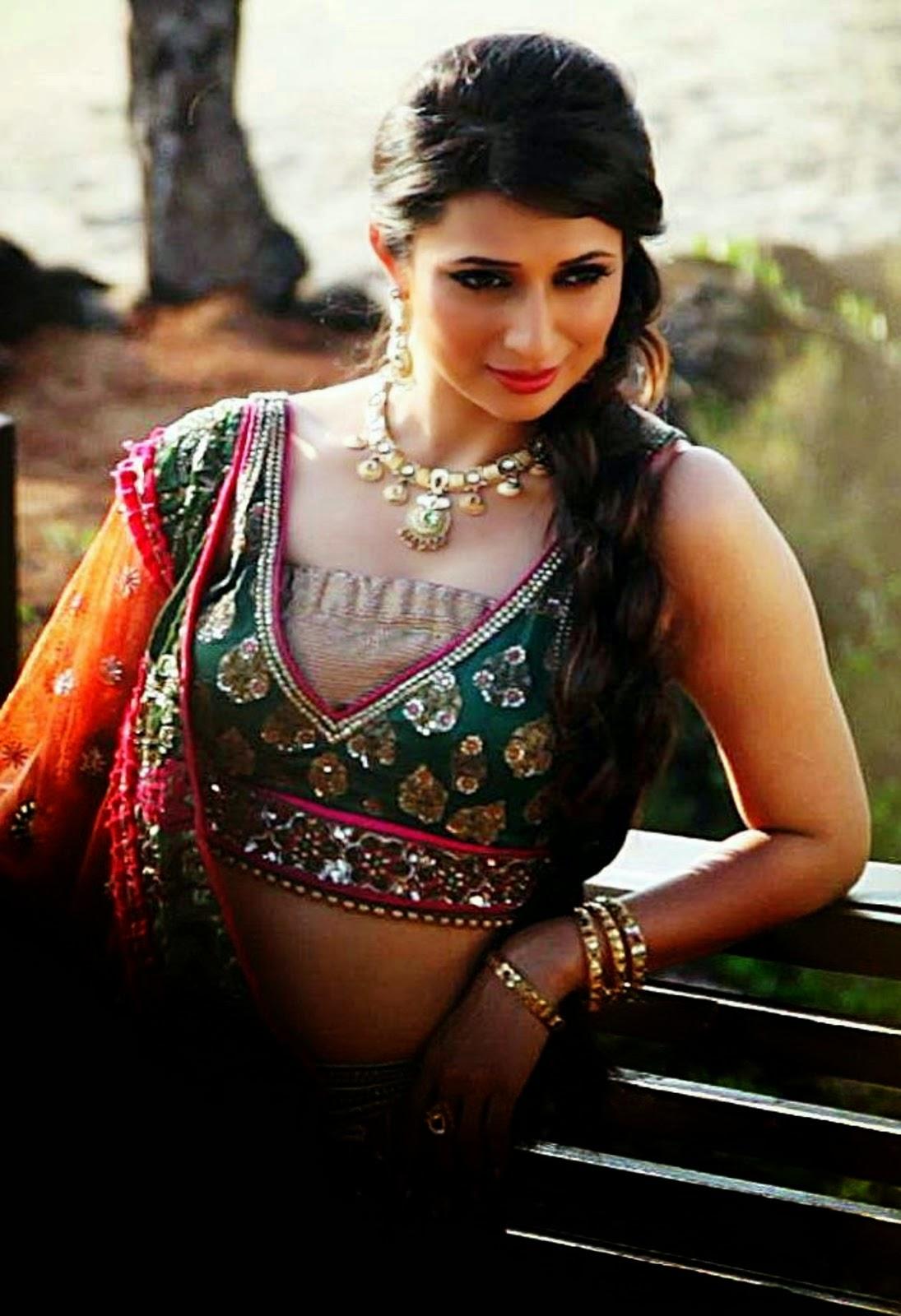 Sexy Divyanka Tripathi The Navel Queen