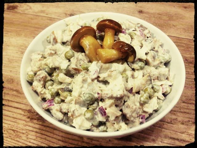 salatka z marynowanymi grzybkami salatka z grzybami z lesnymi salatka z kurczakiem