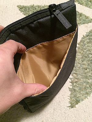 裏面にも大きなポケット