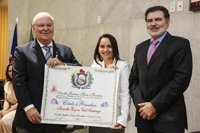 Alepe concedeu Título de Cidadã Pernambucana à Mauricélia Vidal nesta quarta (20) por sua contribuição com a educação no Nordeste