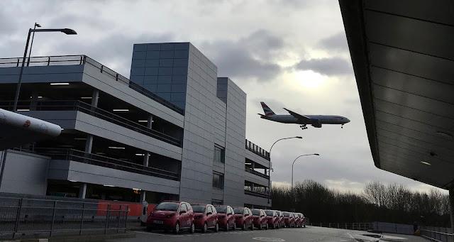 Sunday Times: Η Αλ-Κάιντα σχεδιάζει επιθέσεις σε αεροπλάνα και αεροδρόμια